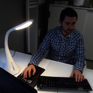 Lampe LED Chargeur USB Smartphone Mise en situation