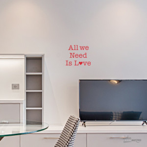 Sticker « All we need is love »