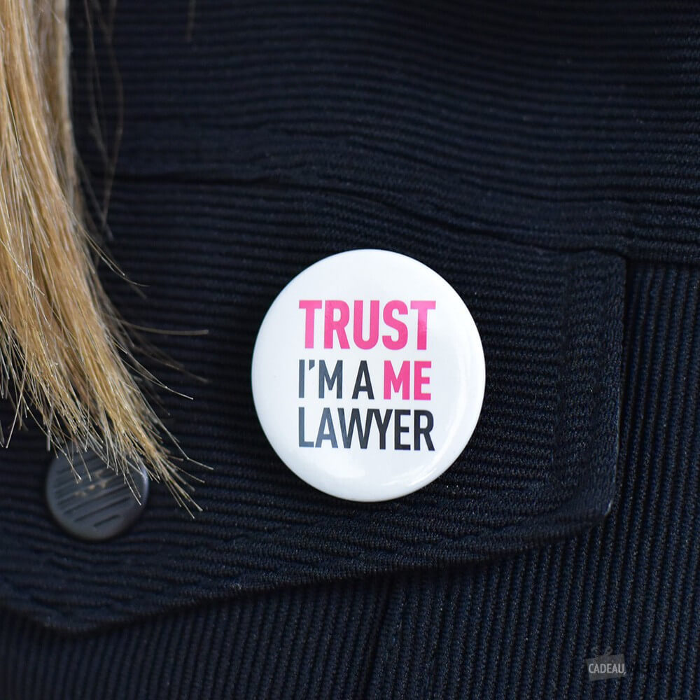 Badge Trust Me I'm a lawyer