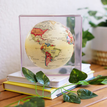 Globe Cube Antique Mova