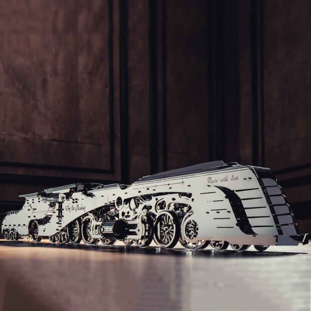 Maquette Metal Train Steamliner Finitions futuristes