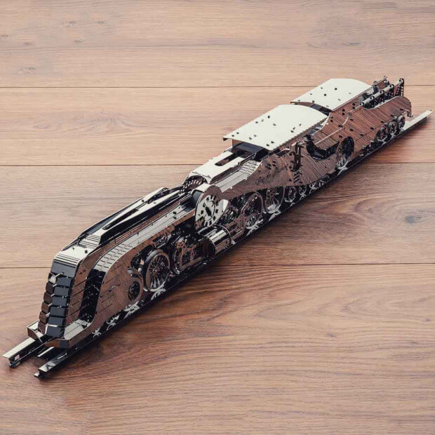 Maquette Metal Train Steamliner Locomotive en acier inoxydable poli
