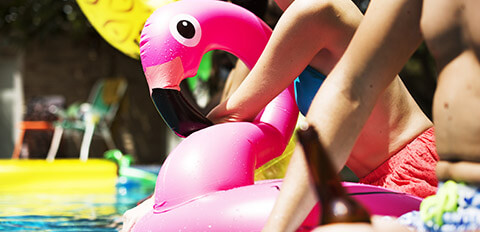 Pool party bouée flamand rose
